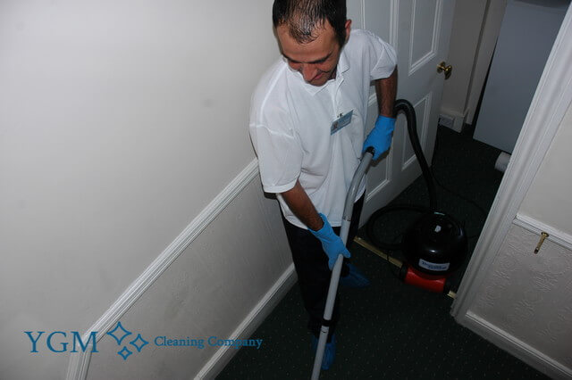 professional carpet cleaners Saighton